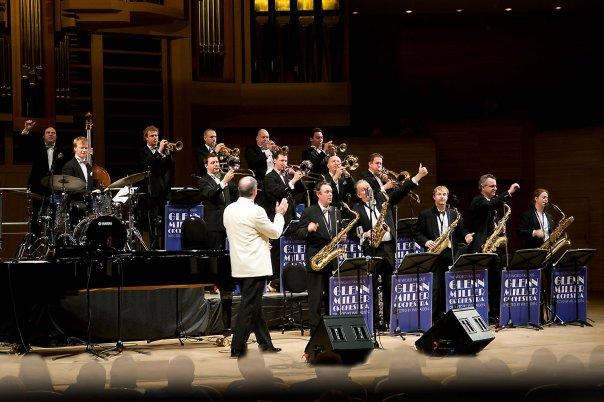 Европейский Оркестр Глена Миллера посетил Москву.